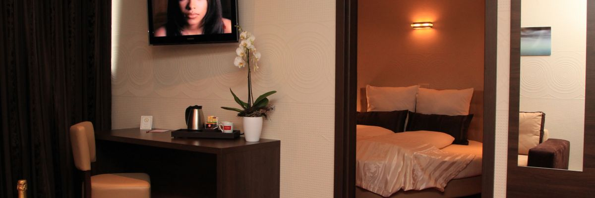 Junior suite with whirlpool tub